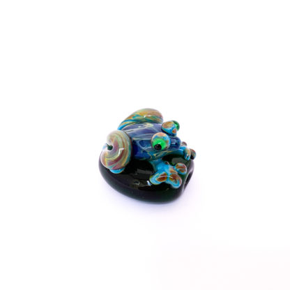 glass frog on bead
