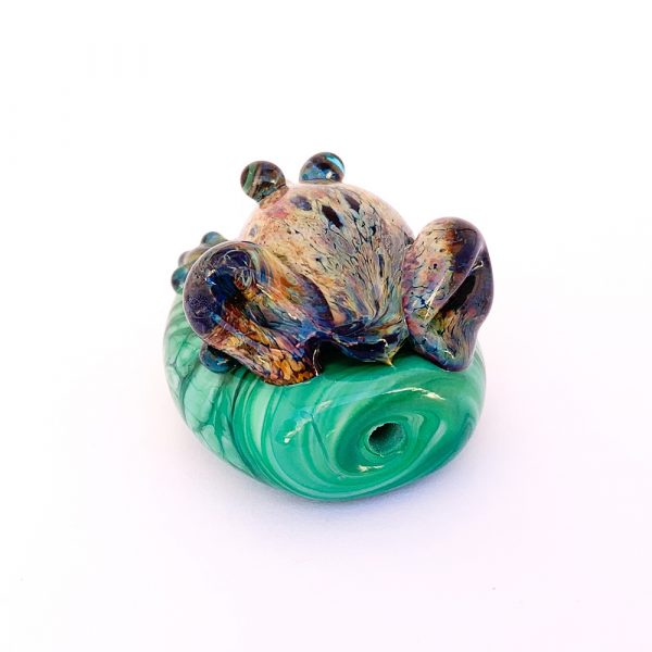 glass frog on bead